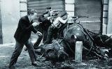 La fotografia 'Guàrdies d'assalt al carrer Diputació'