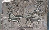 Relleu de Nefertiti,  Akhenaton i les seves filles