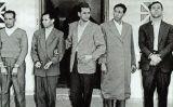 Ahmed Ben Bella (el primer, per l'esquerra), després de ser arrestat el 22 d'octubre de 1956