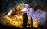 La cova que acull el naixement de Jesús del pessebre vivent de Gunyoles