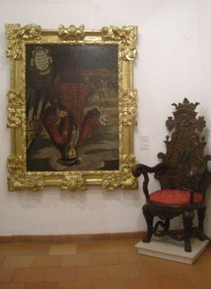 Retrat de Felip V cap per avall que es conserva al Museu de l'Almodí de Xàtiva (València)