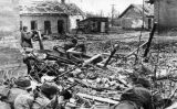 Soldats soviètics esperant un atac alemany durant la batalla de Stalingrad