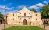 Capella d'El Álamo, del 1757, una de les poques construccions que resta dempeus del conjunt original. Es troba al centre històric de San Antonio i és l'indret turístic més visitat de Texas