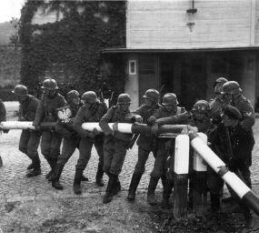 La Wehrmacht creuant la frontera polonesa l'1 de setembre de 1939