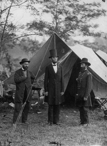 Lincoln i Pinkerton al principal escenari de la guerra a la zona oriental, durant la batalla d'Antietam, Maryland, setembre-octubre del 1862