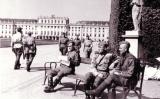 Soldats soviètics a Viena, davant del Palau Schönbrunn, el 1945