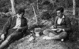 Joan i Jordi Coromines en una excursió al bosc de Caldes de Montbui el 30 de gener de 1927