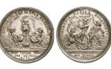 Moneda del 1713 en què, a la cara, tres homes que representen Anglaterra, França i Holanda defequen junts i, a la creu, es llancen la femta els uns als altres