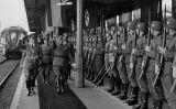 Hitler i Franco saluden soldats alemanys a l'estació d'Irun, en el marc de la seva trobada a Hendaia