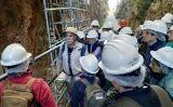 Eudald Carbonell amb el grup del primer viatge SÀPIENS a Atapuerca