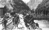 Tren descarrilat a Saint-Rambert-en-Bugey (França) després d'un sabotatge de la Resistència, el 9 de juny de 1944. La foto la va fer un oficial alemany el 6 de juliol del mateix any