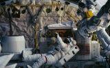 Els astronautes David Leestma (esquerra) i Kathryn Sullivan fent una maniobra extravehicular al 'Challenger', l'octubre de 1984