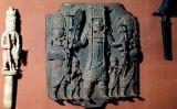Una de les estatuetes de bronze de Benín