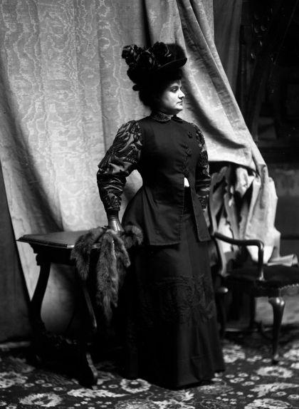 Teresa Amatller retratada pel seu pare, l'industrial xocolater Antoni Amatller, a inicis de segle XX