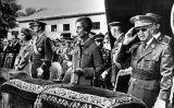 Franco, Carmen Polo, Juan Carlos I i Sofia en una imatge del 1975