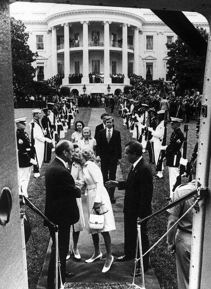 Richard Nixon abandona la Casa Blanca el 9 d'agost de 1974, després d'haver-se fet efectiva la seva dimissió