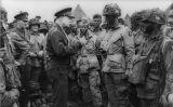 Eisenhower adreçant-se a paracaigudistes que havien de participar en el desembarcament de Normandia