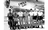 La tripulació de l''Enola Gay', amb el pilot, el coronel Paul Tibbets, al centre