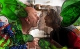 'Acaramelémonos o Let's stick together' o 'El virus del amor', de Carlos Pazos, una de les obres exposades a 'Càpsules de confinament: art i pandèmia a Catalunya'