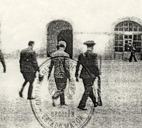L'última foto de Lluís Companys, escortat de camí al fossar de Santa Eulàlia del castell de Montjuïc. Es desconeix la identitat certa del fotògraf, però sembla que la imatge va ser guardada amb objectes personals del president