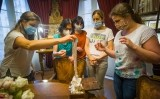 La redacció del SÀPIENS a la Casa de la Seda de Barcelona