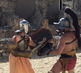 La Candela Figueras lluita contra un gladiador a #BatallaClàssicsTV3, la primera emissió de 'Batalla monumental'